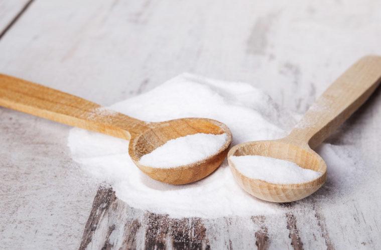 Soda bikarbona je známá pro použití v kuchyni i zdravotní účely. Možná vás ale překvapí, jak dokáže pomoci ke kráse i jako přírodní kosmetika.