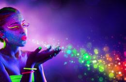 Psychologie barev hlásí, že na tom, jakými barvami se obklopíme, skutečně záleží. Barvy nám mohou prozradit více o nás, nebo nás ovlivnit.