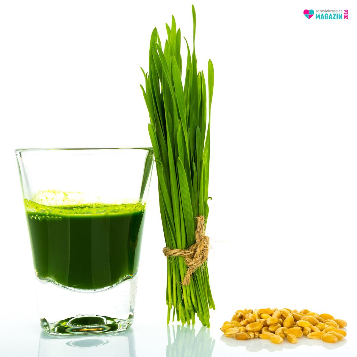 Zelená mladá pšenice je skvělá nejen pro detoxikaci organismu. Má schopnost harmonizovat tělesné funkce, podporovat imunitu i omlazovat buňky a tedy i nás samotné. A nejen to.