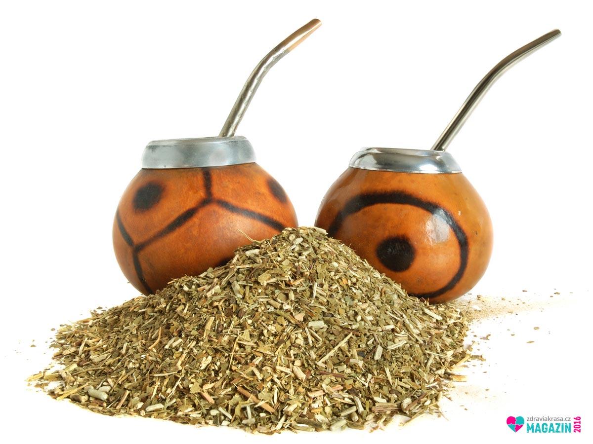 Lapacho čaj v tradiční kalabase nádobě z tykve.