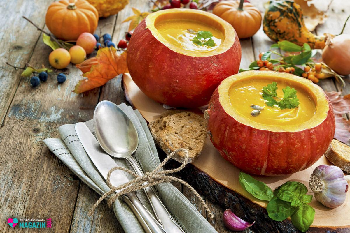 Nejtypičtějším pokrmem z dýně hokaido je krémová polévka, nebo hustější pyré. Obojí se dělá snadno z pečeného základu dýně. Dýně hokaido patří mezi jednu zmála dýní, které lze konzumovat i s vyzrálou slupkou. Stačí nakrájet na měsíčky a upéct. Křupavá kůrka je nejlpší.