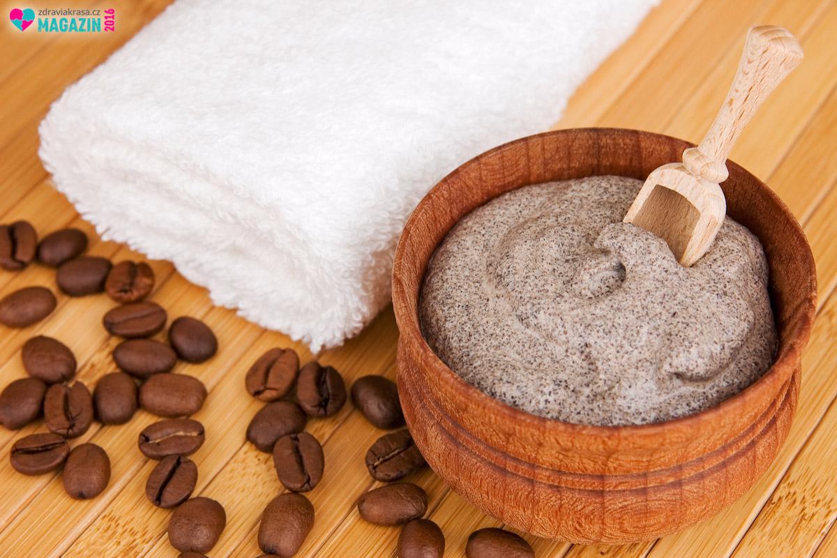 Pro obličej, krk a dekolt se hodí domácí peeling z mleté kávy.