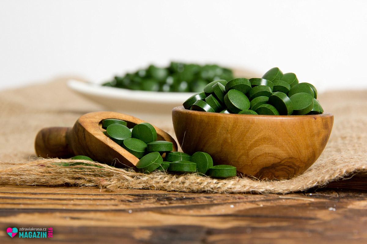 Nápadně zelená chlorella umí léčit i omlazovat.