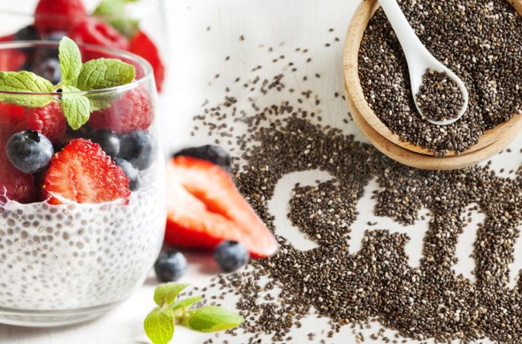 Chia semínka jsou velmi prospěšná pro naše zdraví, mají výrazné hydrofilní vlastnosti, podporují přísun energie a sytí nás na dlouhou dobu.