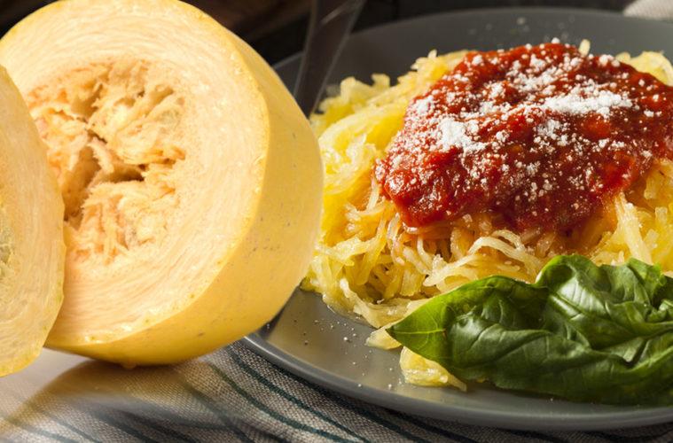 Špagetová dýně je zajímavým druhem dýně, která se nádherně rozděluje na vlákna podobná špagetám. A podobně se dá i servírovat.