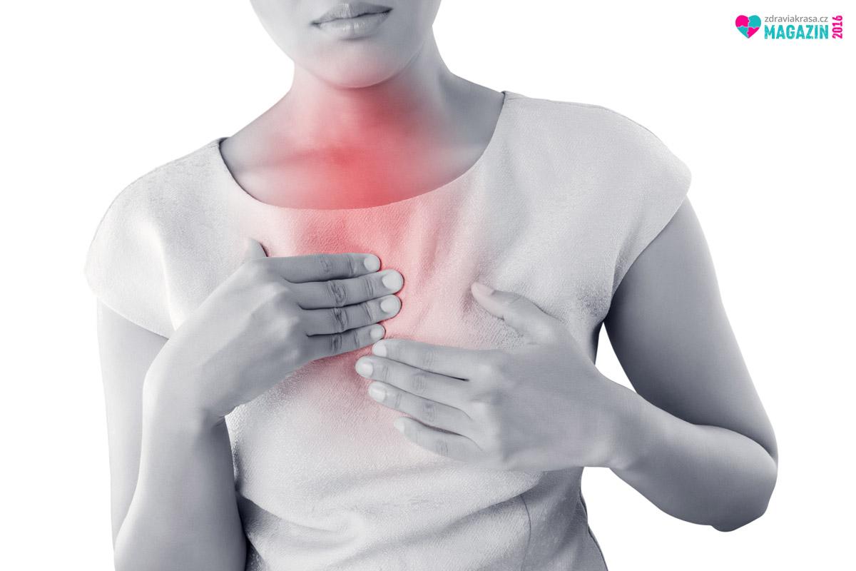 Reflux jícnu je tzv. neúplné zvracení, které navíc doprovází velice nepříjemné pálení žáhy.