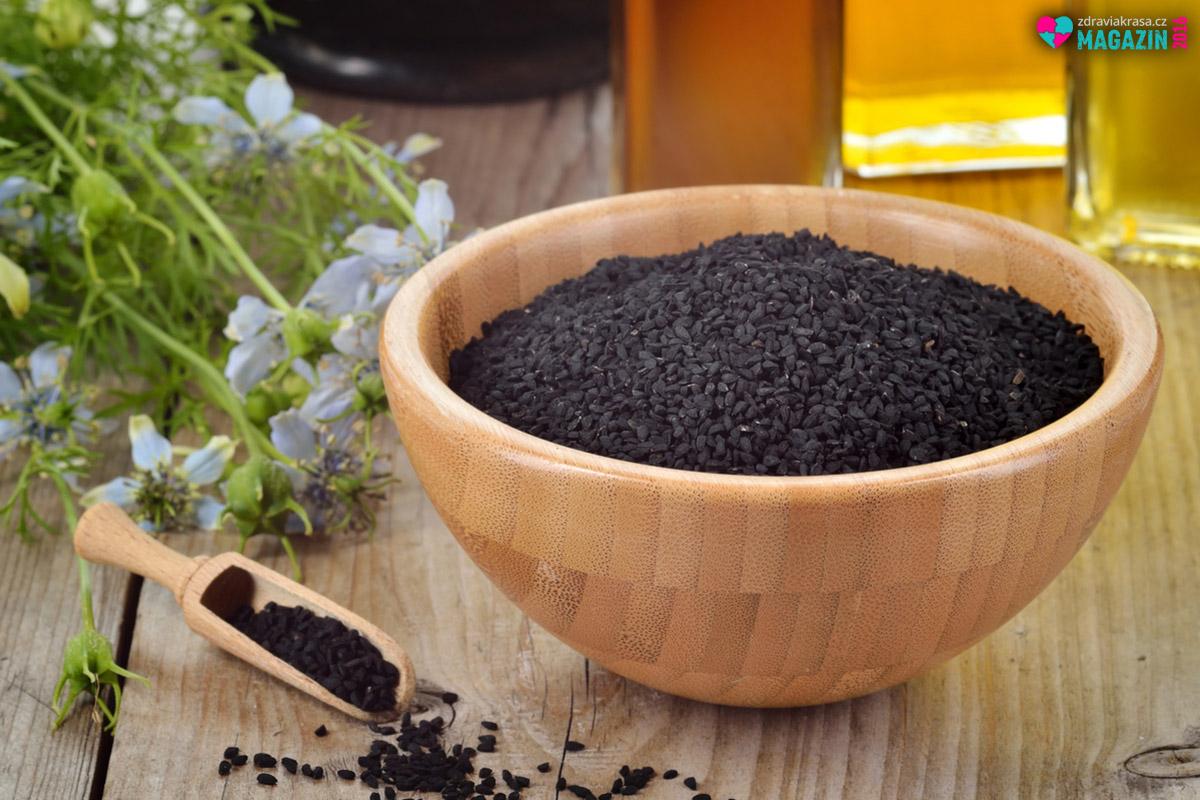 Jako koření se černý kmín používá při pečení vepřového, drůbežího i hovězího masa. Hodí se i na ryby nebo do zeleninových polévek. Je vhodným kořením při pečení chleba, ale i při výrobě uzenin. Pro nás je však toto ve světě hojně rozšířené koření zajímavé spíš jako velice všestranná a účinná léčivá bylina.