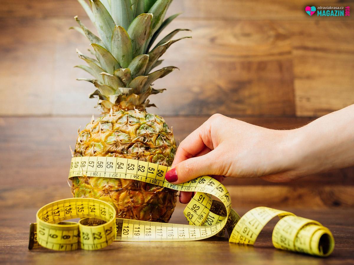 """Enzym bromelain obsažený v ananasu dává tomuto tropickému ovoci přívlastek """"na hubnutí""""."""