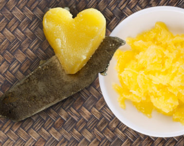Přepuštěné máslo, neboli zázrak ajuvédské medicíny, tzv. ghí, se vrací na naše stoly. Proč? Protože je zdravé a má vysoký kouřový bod.