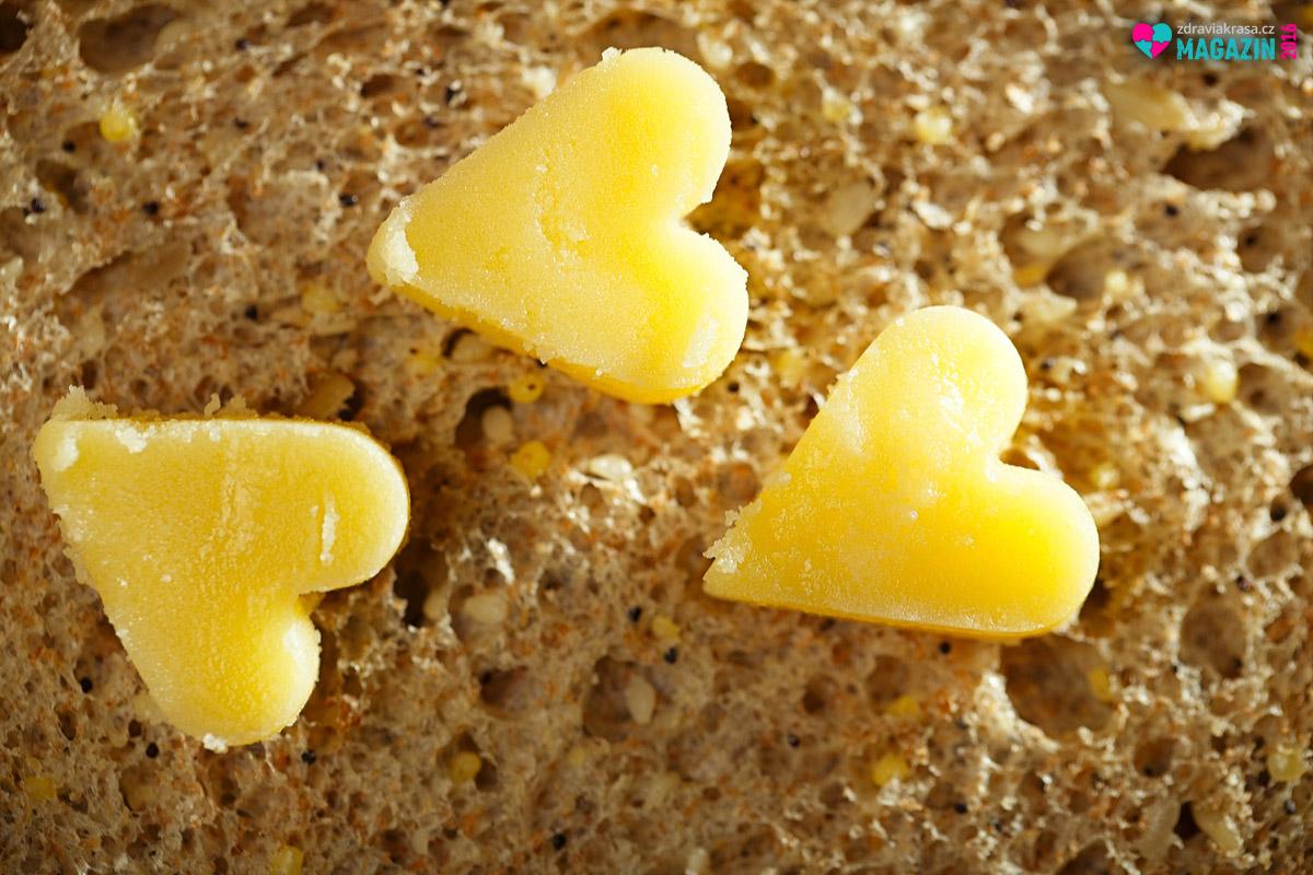 Ghí, neboli ghee, se dá používat jako klasické máslo, ale i na smažení. Právě na něj je mimořádné kvalitní. Má totiž vysoký kouřový bod. Mnohem vyšší, než klasické máslo i mnohé další tuky a oleje.