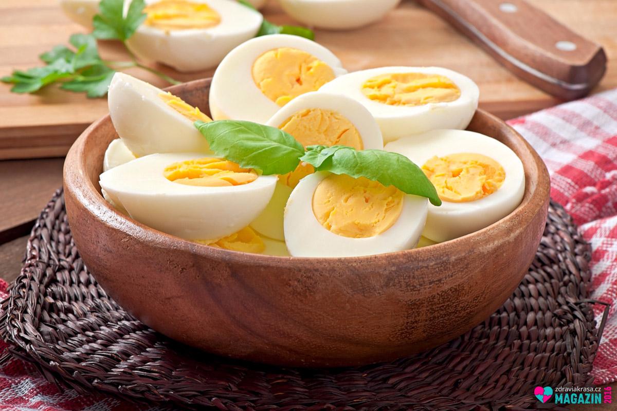 Nízko sacharidová dieta podle Kwasniewski říká, že nejkvalitnější tuky najdeme ve vaječném žloutku.