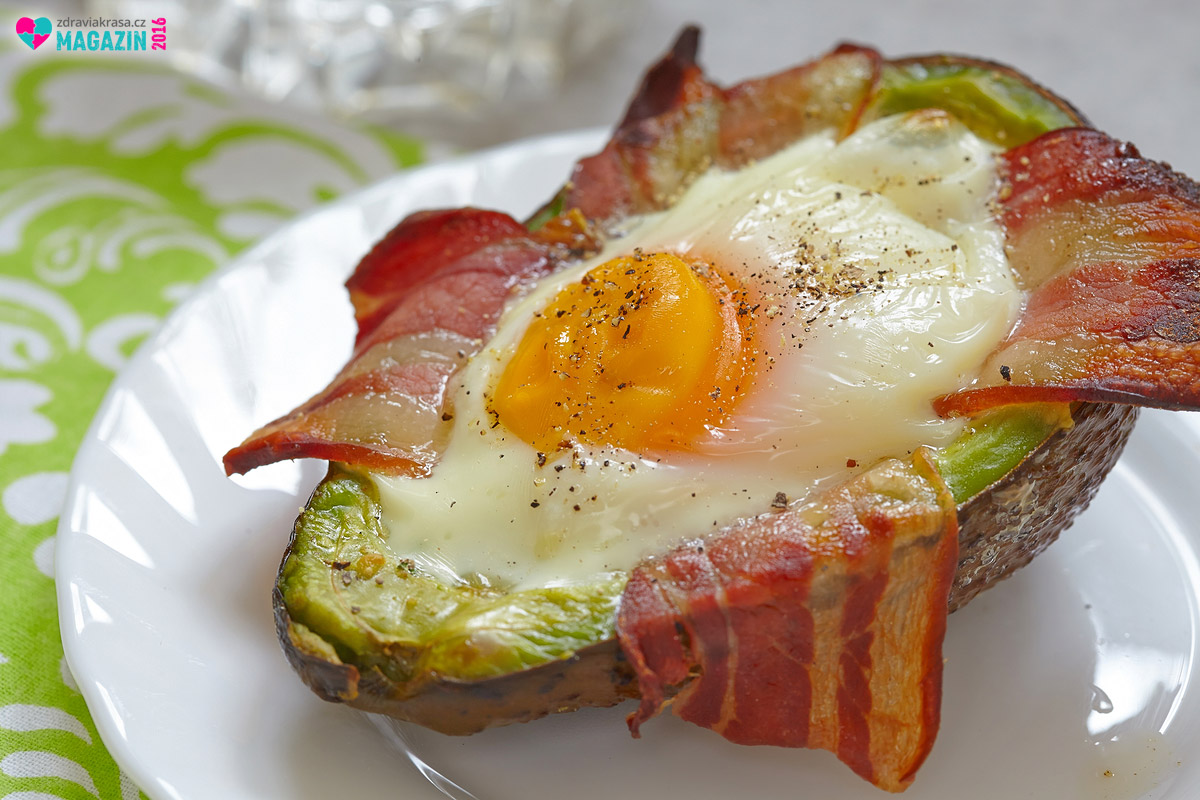 Takto vypadá ideální snídaně při nízko sacharidové dietě. Ještě lepší by to bylo zcela bez chleba.