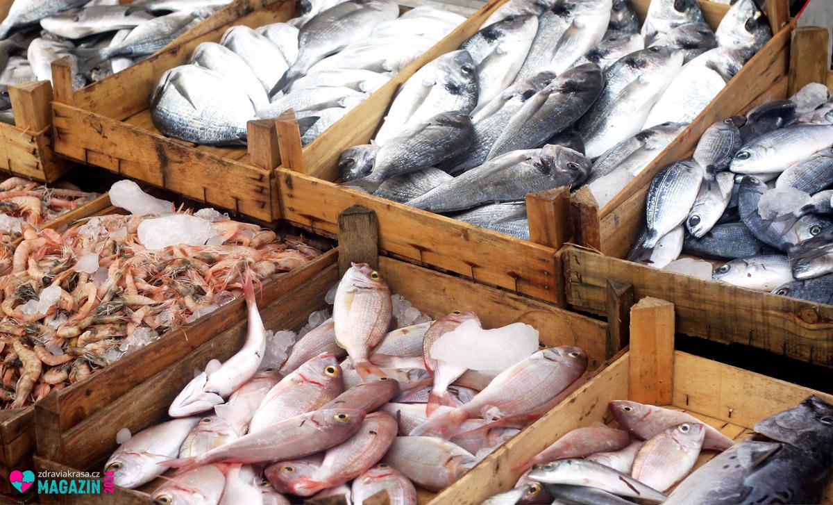 Popisek: Ryby se od sebe liší obsahem omega-3 nenasycených mastných kyselin. Nejlepší jsou tuňák, makrela a sledě.