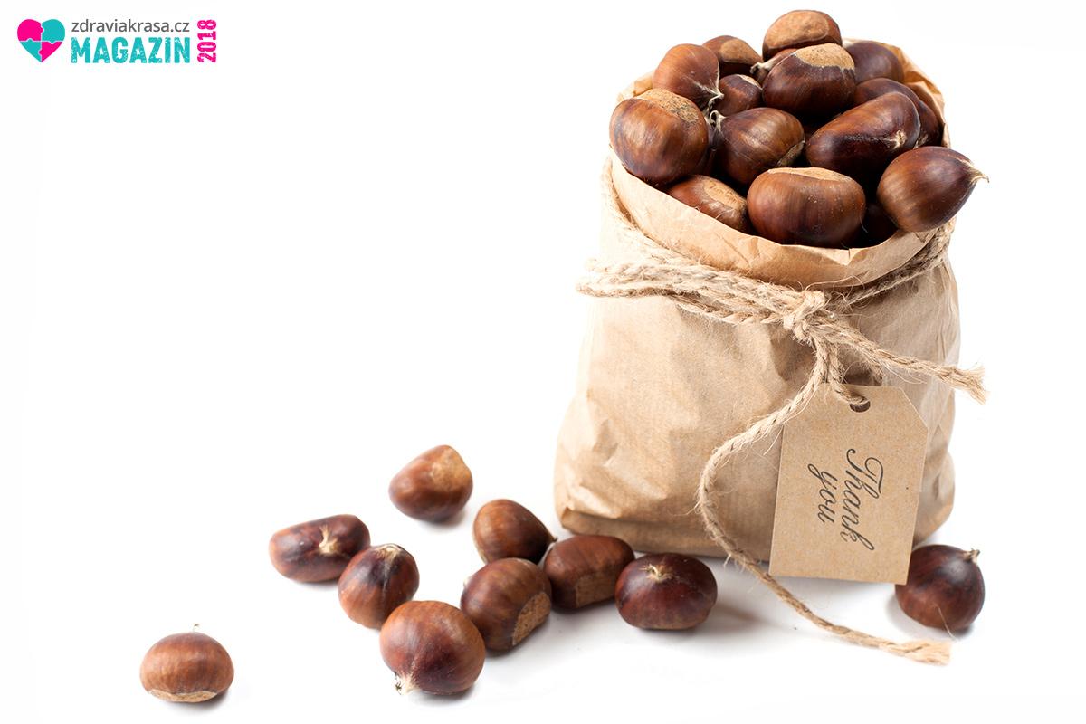 Jedlé kaštany jsou typickým podzimním zbožím. Jejich cena však bohužel rok od roku roste. Běžně se pohybuje mezi 100 a 200 Kč/kg.