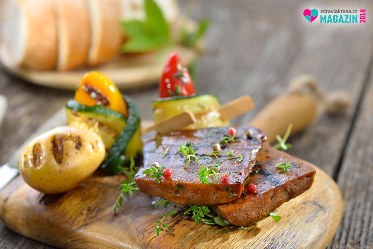 Dejte si na zub – maso pro vegany a vegetariány lze následně upravit na noho způsobů.