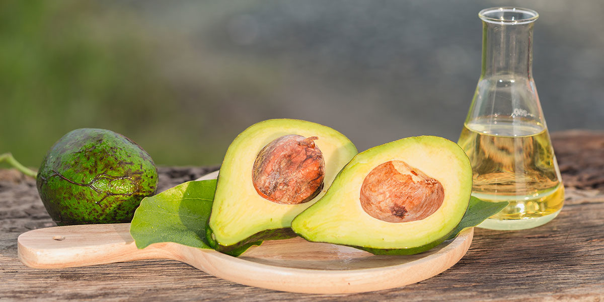 Hledáte něco, co by vám zlepšilo pleť i vlasy, zpomalilo stárnutí a vyřešilo problémy s nadváhou či depresemi? Řešením může být avokádový olej.