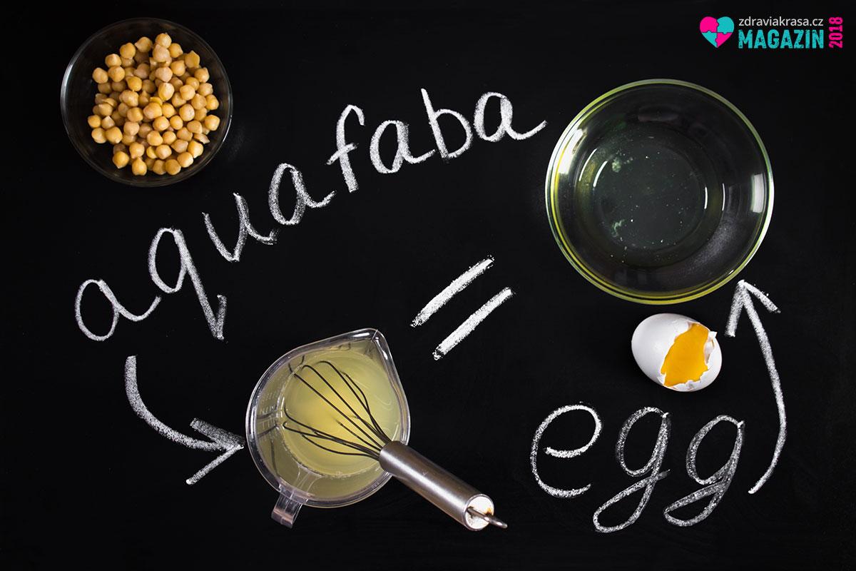 Vyšlehaný nálev nebo vývar z cizrny či bílých fazolí je skvělý vynález, který nahradí vaječný bílek i celé vajíčko.
