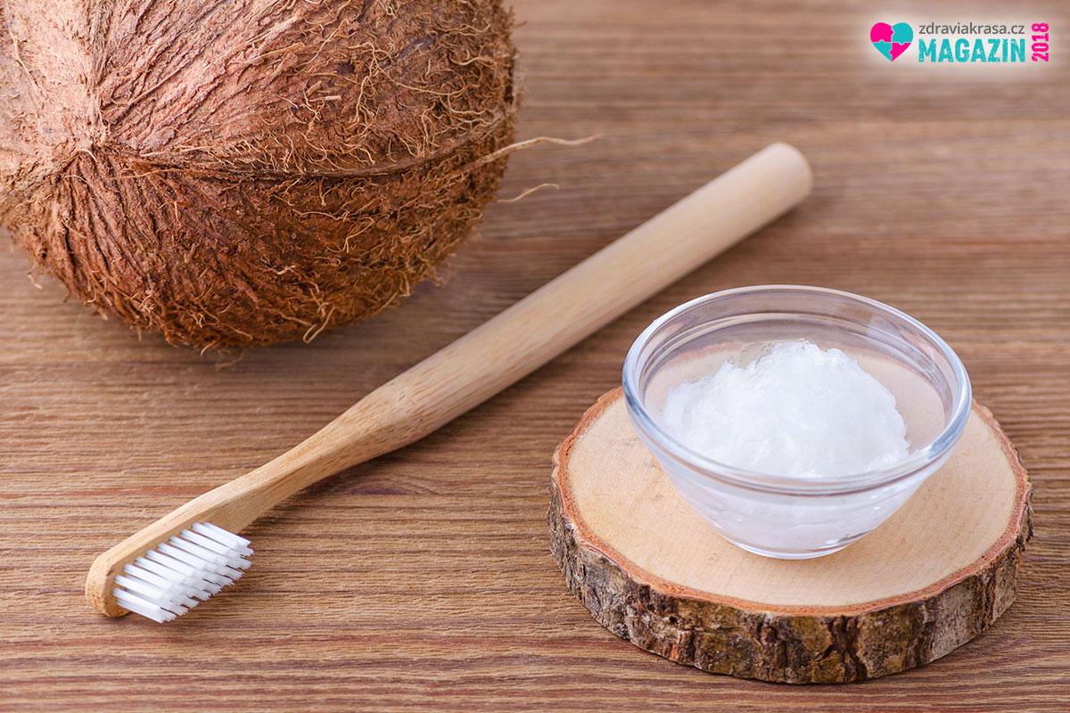 Za kokosový olej vám poděkují vaše zuby a dásně.