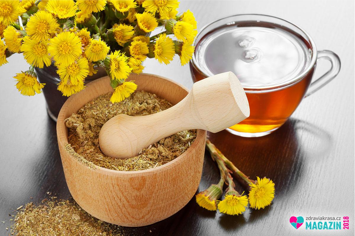 Uvařte si čaj z podbělu proti chřipce.