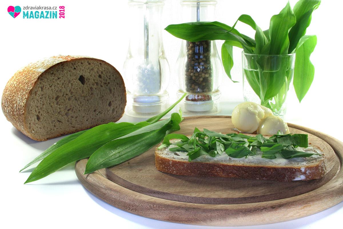 Češi divoký česnek v kuchyni milují. Používají se jeho listy.