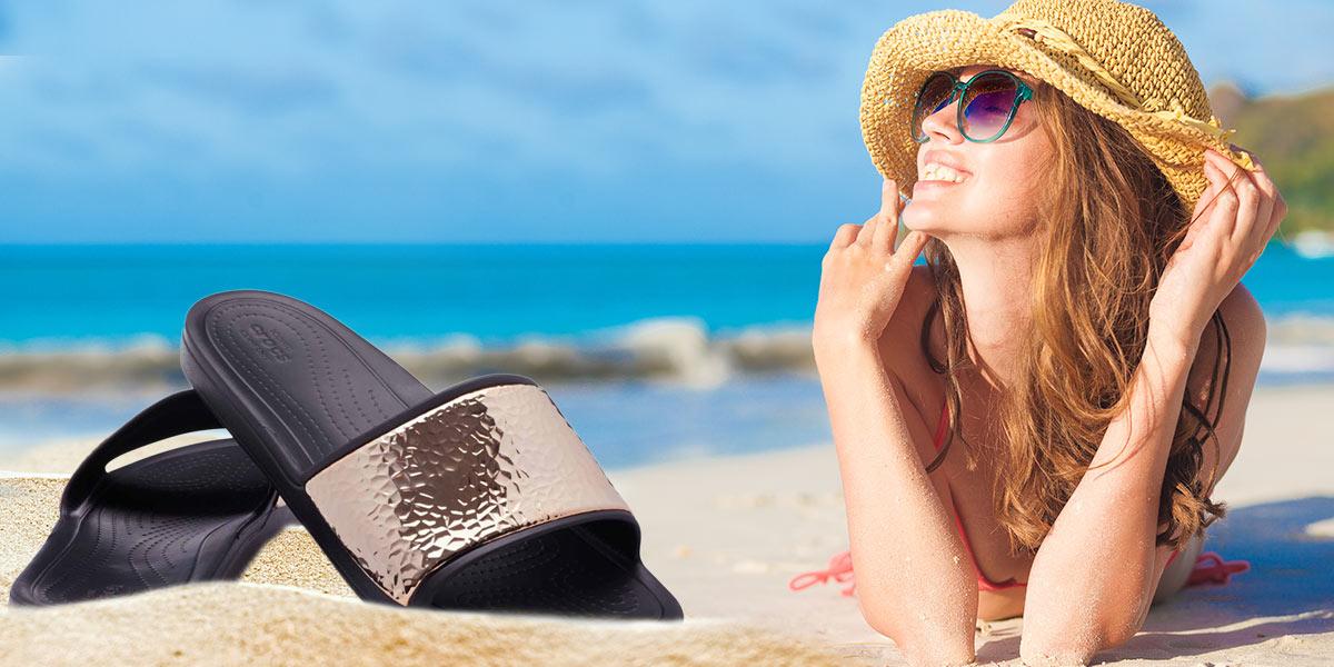 Crocsky jsou zdravé a hodí se i k luxusnímu oblečení, třeba k plavkám. Stačí si jen správně vybrat model. (Tyto originální modely koupíte na different.cz.)