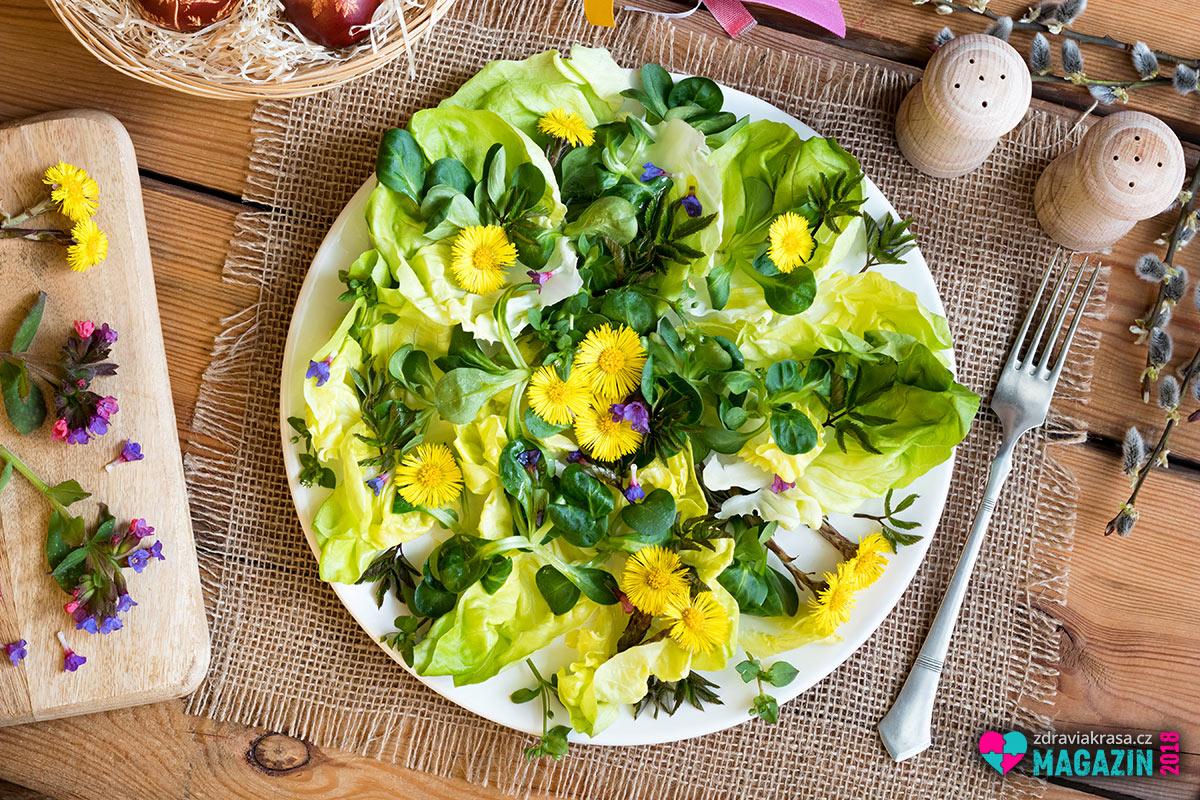K jídlu se používají mladé listy rostliny, které jsou charakteristické zajímavou kořenitou vůní částečně připomínající karotku. Namíchejte je s dalšími bylinkami a jedlými květinami.