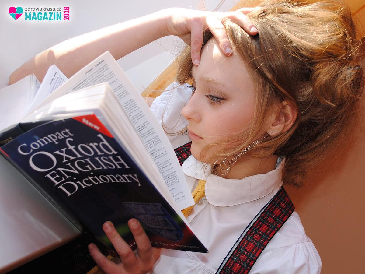 Na tom, naučit se gramatiku cizího jazyka, není nic špatného. Avšak samotná znalost gramatiky a slovíček vás nerozmluví.
