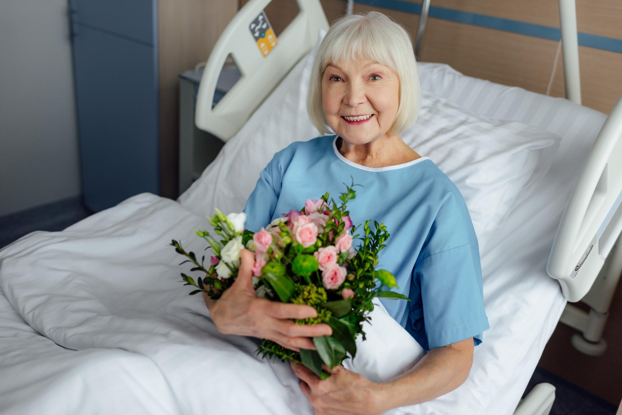 Je někdo z vašich blízkých nemocným? Nechte mu doručit nádhernou kytici z Fleurop.