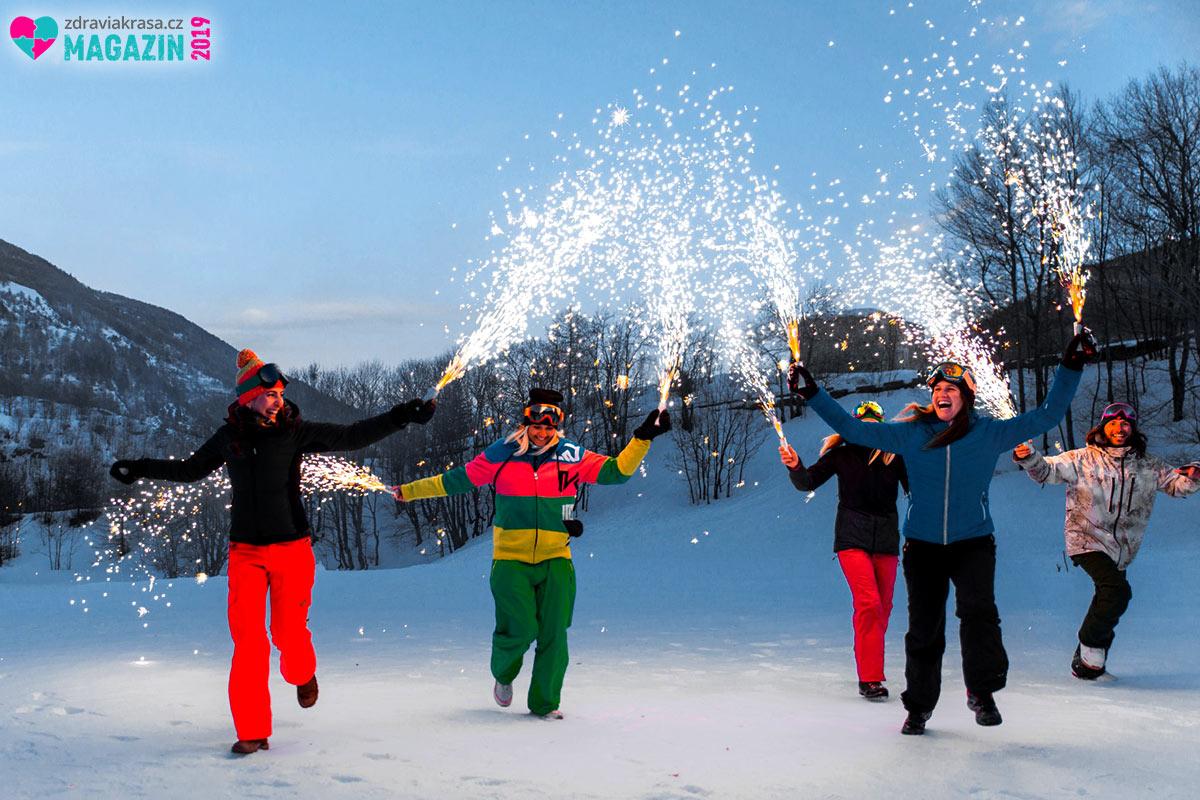 Silvestr na sněhu je tradičním. Umožní vám začít si ihned plnit svá novoroční předsevzetí –hýbat se a sportovat.