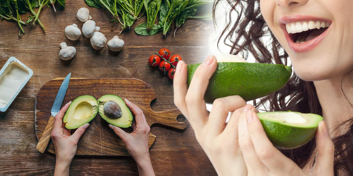 Přemýšlíte, jak požít avokádo v kuchyni? Klasika je guacamole. Podívejte se na recept. Ale vyzkoušet lze i zelenou omáčku z avokáda.