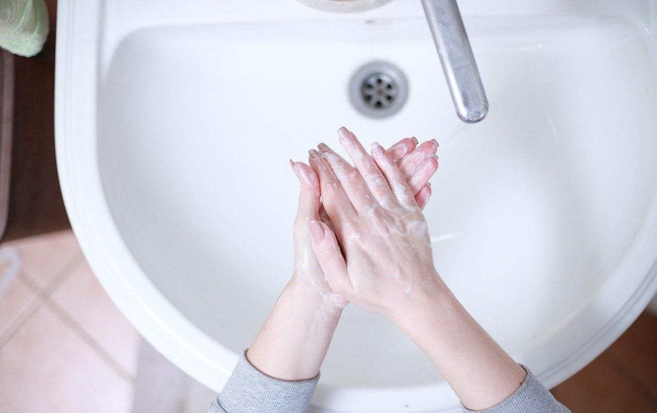 Jak na mytí rukou? Podívejte se na návod.