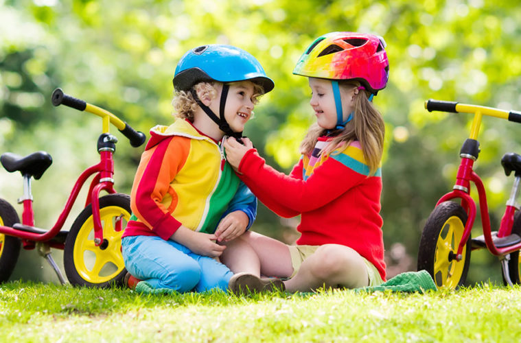 Odrážedla jsou obvykle první sportovní pomůcky, které naše děti dostanou. Mohli bychom za ně sice považovat i míčky, ale je to právě odrážedlo, které dítěti poskytne nádhernou radost z pohybu, rychlosti a svobody. Jak vybrat odrážedlo?