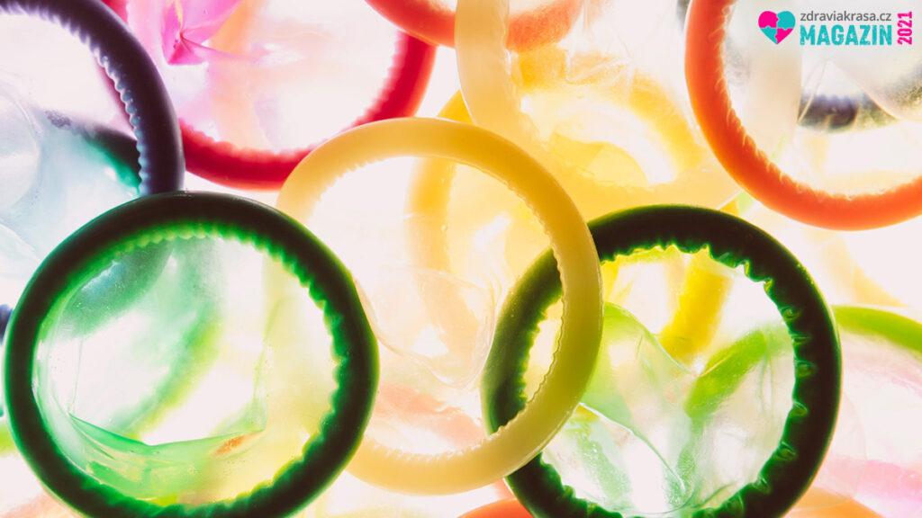 Pozor na poškozené kondomy. Vždy kontrolujte obal kondomu i kondom.